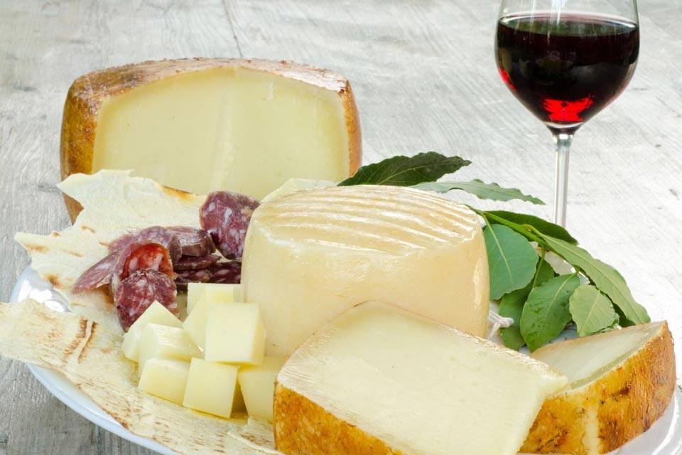 Degustazione di Vini e Formaggi ai Castelli Romani.